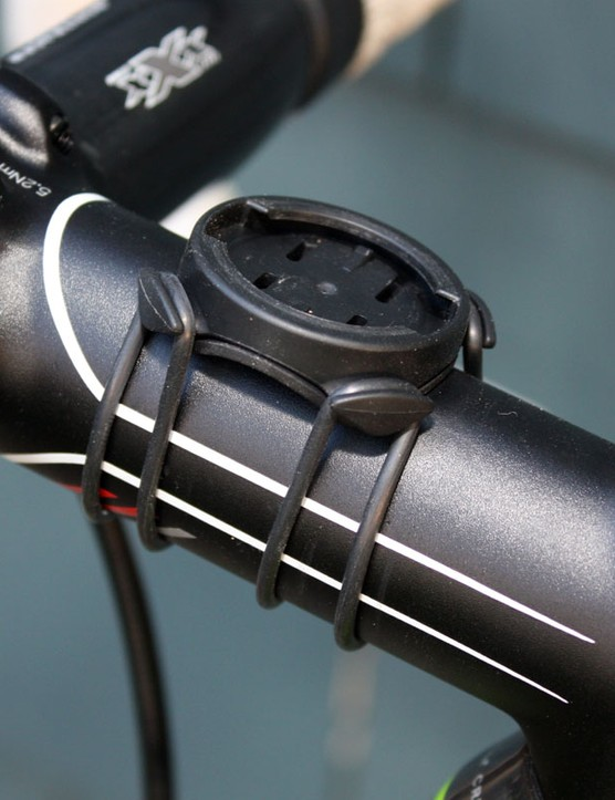 The Edge 800 with use Garmin's latest quarter-turn mount for use on either handlebars or stems.