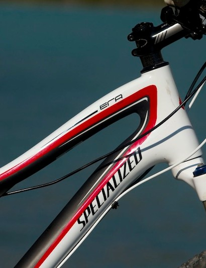Clean lines and gender neutral colors feature on the carbon mainframe of the Specialized Era, as well as on the Safire