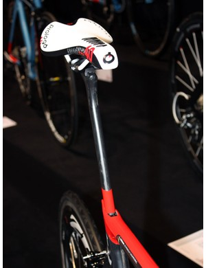 The proprietary carbon seatpost is deep and narrow (but presumably still passes UCI technical rules).