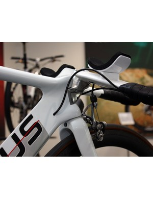 Given the short head tube length, this method of stem attachment lends greater front end rigidity than simply shortening the tube and clamping the stem up top.