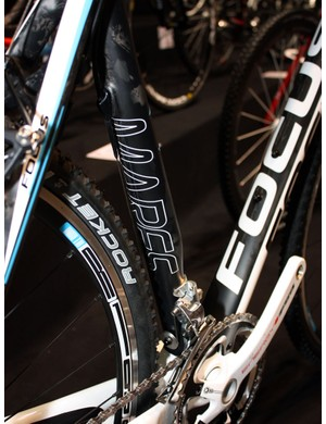 Like on the road-going Izalco, Focus has incorporated a highly asymmetrical seat tube on the carbon Mares frame.