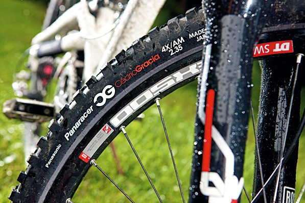 The Panaracer CG tyres are speedy rollers considering their width