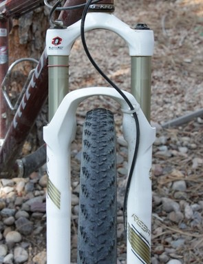 The tire is 44mm wide (1.7in, though claimed at 1.9in) and sports a relatively low volume