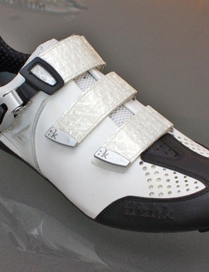 The new Fizik R3 Uomo blends classic Italian styling and artisanship with some cleverly modern design features