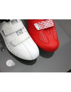 Toe cap construction on the R3 Donna (left) reminds us of some of Fizik's saddle designs