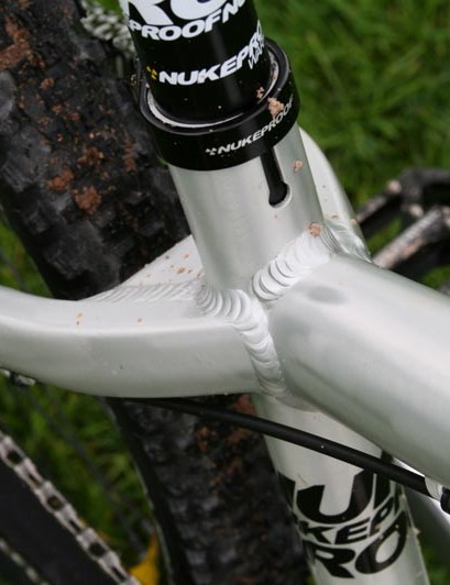 Nukeproof Snap gusseting