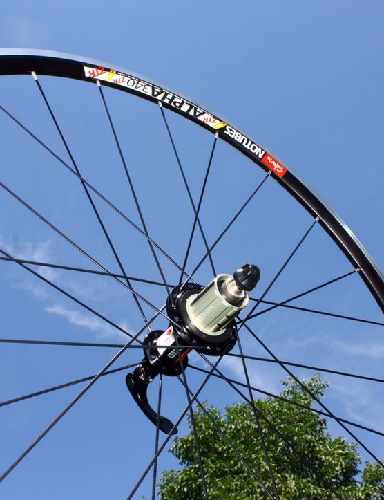 The rear Stan's NoTubes ZTR Alpha 340 Pro wheel weighs just 686g – impressive for a carbon tubular, let alone an aluminium clincher