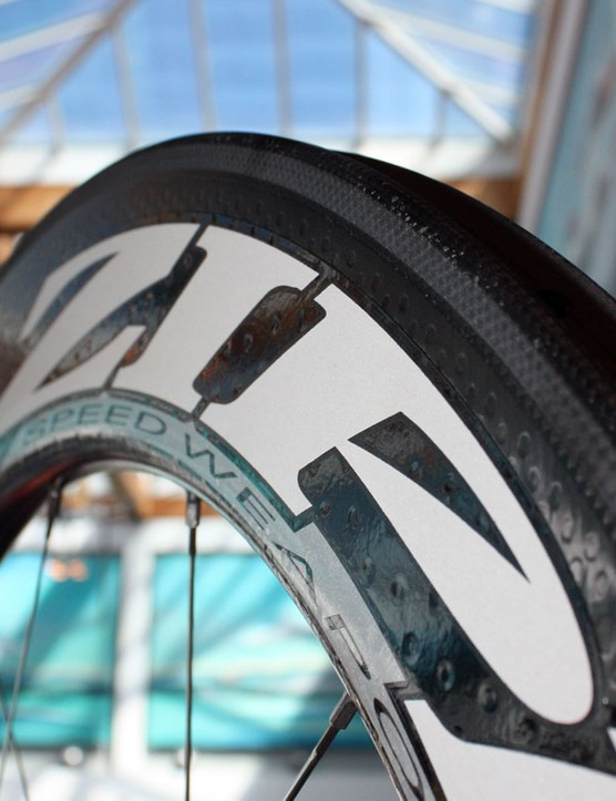 Zipp have revamped their popular 808 with the new Firecrest rim profile. According to Zipp, the new wheel is both faster in the wind tunnel and easier to handle in crosswinds than before. And it's also faster than the company's own 1080 in most conditions