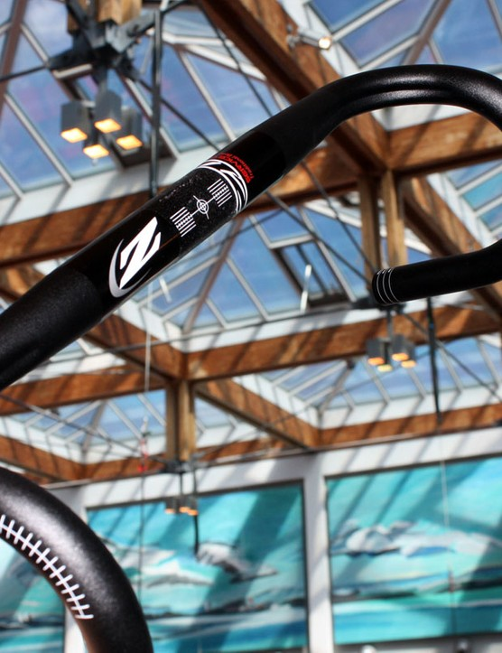 Zipp have introduced a new Service Course line of moderately priced alloy components for workhorse racers and more budget-minded riders. Claimed weight on the Service Course SL bar is 260g