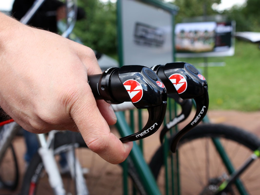 To pull cable – and shift to smaller cogs at the back or larger chainrings up front – simply pull the lever as if it was a brake. Built-in detents control the indexing