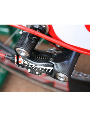 Moulded carbon fibre is used for all of the major derailleur components – not just carbon-wrapped aluminium