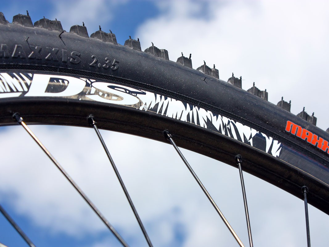 The wider and deeper AM rim lends greater tyre casing support than typical cross-country rims