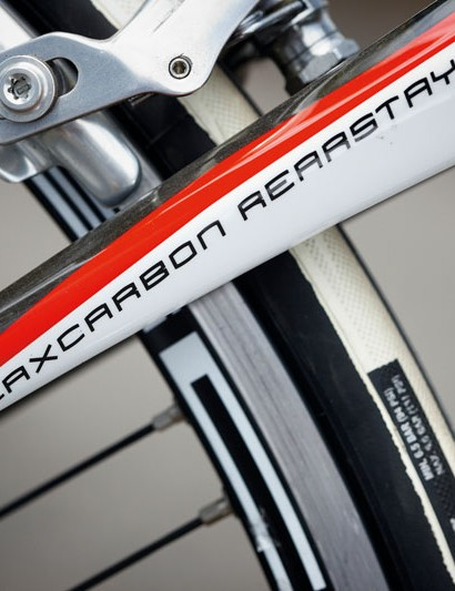 The entry-level MC-6 has a carbon fibre main triangle with flax-carbon stays and fork for extra damping