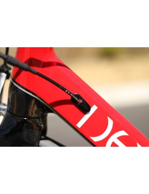 The Leo SL features internal cable routing