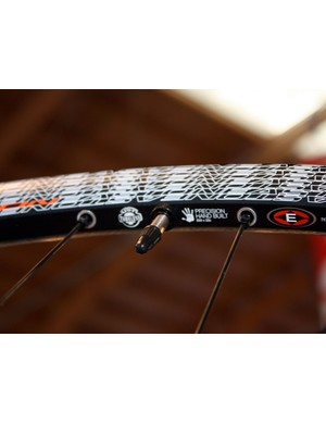 Easton uses the same riveted-in nipple concept originally used on the Haven to yield a solid outer rim wall and easy tubeless compatibility on the new EA90XC.