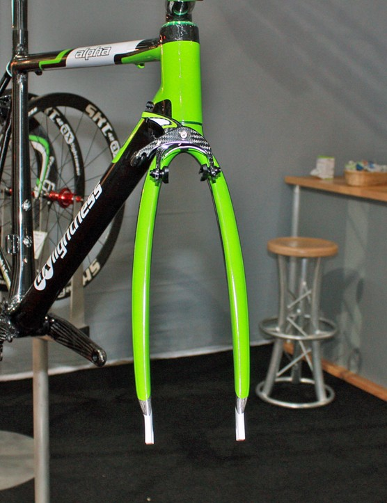 The AX-Lightness AX6000 fork uses unusually widely set blades that are supposedly more aerodynamic than narrowly set ones