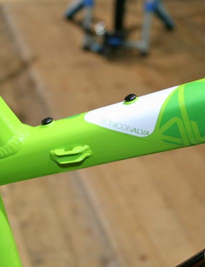 Alva Air has bottle cage mounts on the top tube