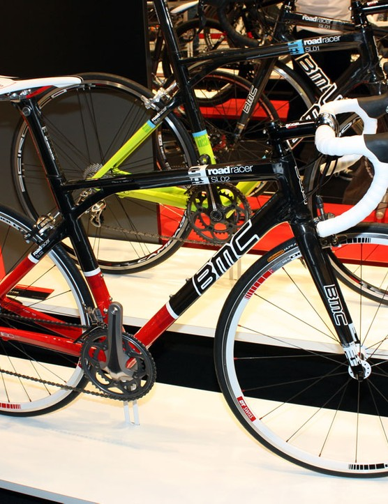 The new Roadracer SL01 and SL02 models get a full-carbon frame for 2011 plus the clever Streampost design adapted from the now-defunct SLX01