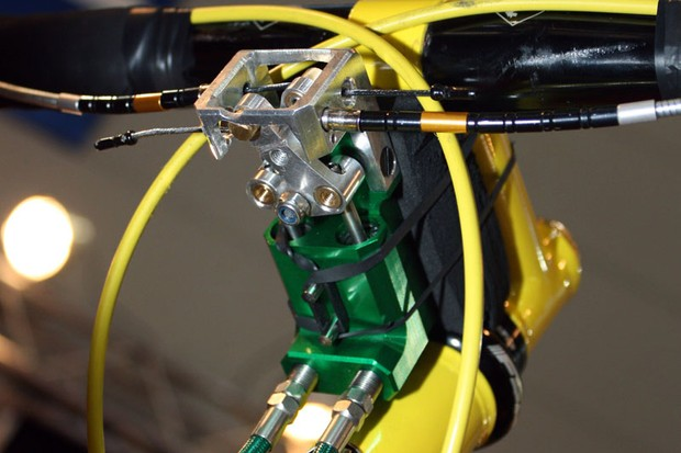 German company Tr!ckstuff showed off the clever Doppelmoppel, a mechanical-to-hydraulic converter that allows 'cross riders to pair their current levers with hydraulic disc brake callipers