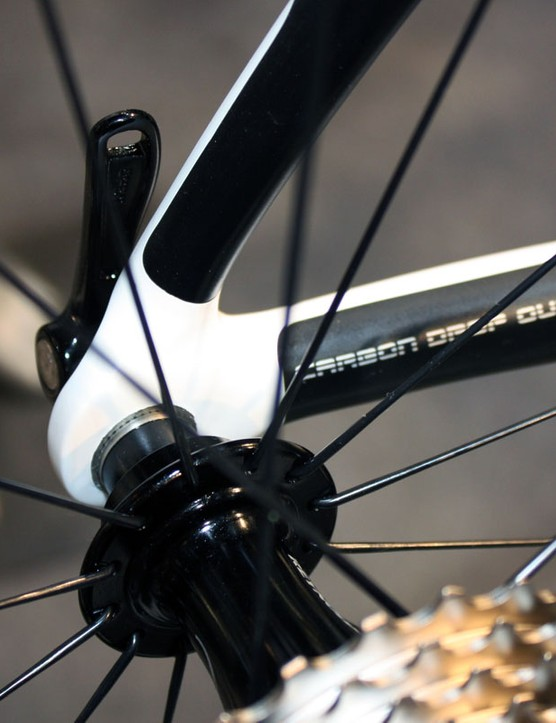 The new KOM Evo is built with carbon fibre dropouts