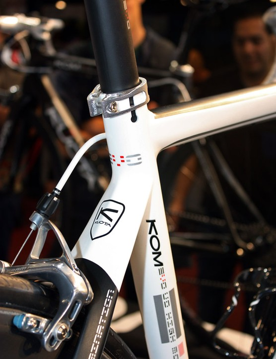 Dual seat tube slots puts more even pressure on the seatpost