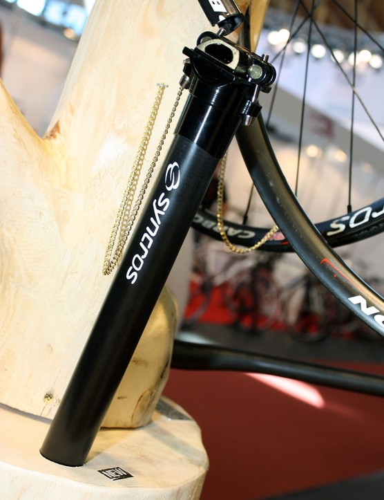 The latest Syncros FL Carbon seatpost uses a unidirectional-finish shaft