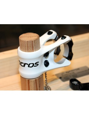 Syncros's newest stem, the FRIC (FR Intelligent Clamp), isn't even in the catalogue but sports an intriguing clamp layout plus a surprisingly light weight