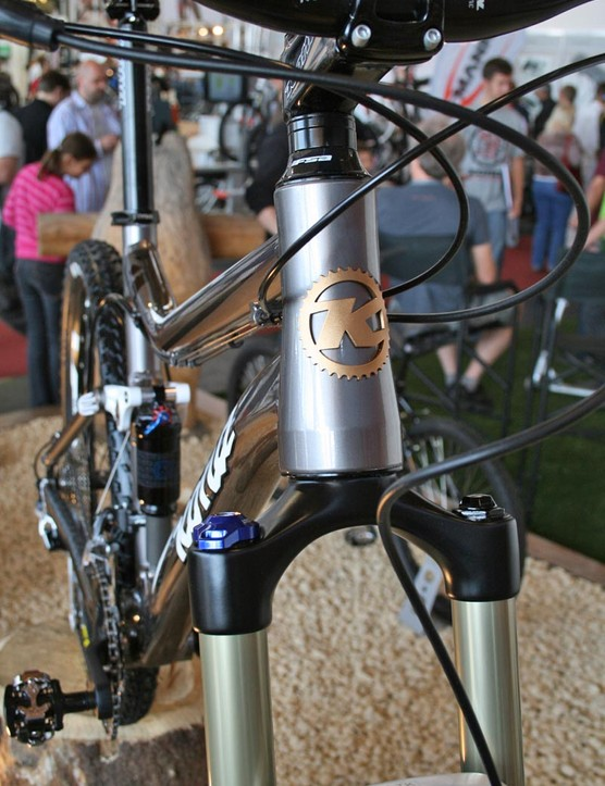 Tanuki Deluxe uses a tapered head tube for a stiffer front end