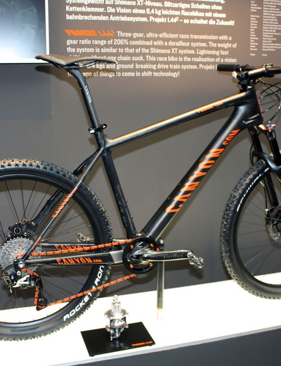Canyon's Projekt 1.442 sports an intriguing 3x10 drivetrain with a three-speed internally geared rear hub