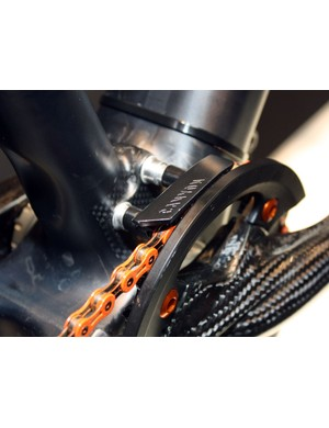 The unused front derailleur mounts are used instead for the chainguide