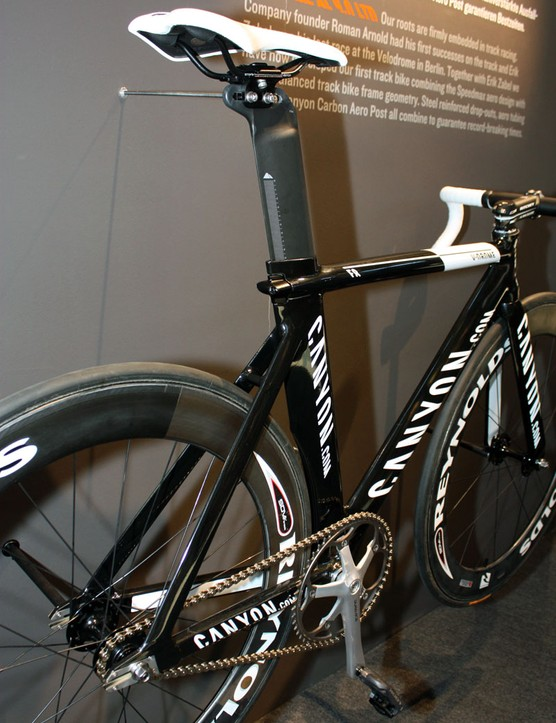 The aero-profile seat tube is topped with the same carbon post used on the Speedmax