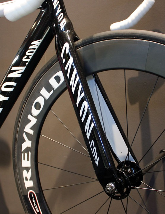 The deep-section carbon fork doesn't even have a mounting hole for a front brake – track use only, please!