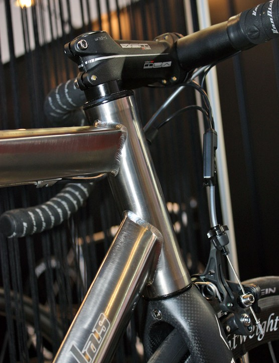 The newly integrated head tube offers more real estate to join the top tube and down tube