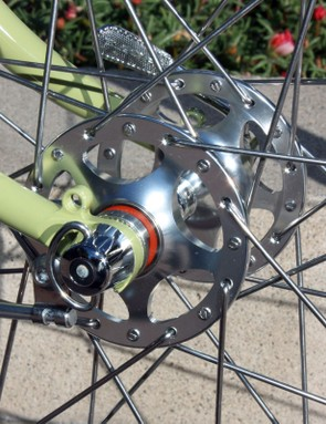 The polished hubs feature high five-star flanges and smooth-rolling sealed cartridge bearings