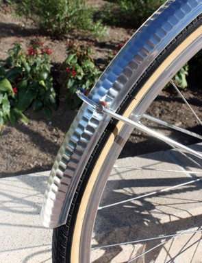 The hammered aluminum fenders provide good coverage when riding on wet roads and add to the overall look