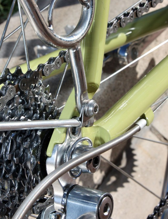 The fender mounts are devoid of the cheap plastic normally found in mudguard kits