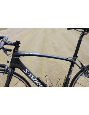 The flat, curved top tube is part of the bike's compliant design