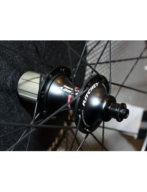 Crow's foot spoke lacing on the driveside is intended to boost lateral stiffness on the back wheel