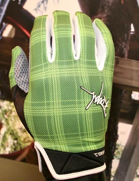 Lightweight Signature trail gloves