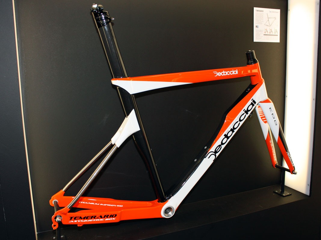 Dedacciai's striking Temerario flagship is mostly carbon fibre save for the unique titanium seatstays. Dedacciai say it's the stiffest frame in their range and yet it still weighs only 1,050g (claimed weight, size M)