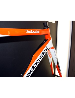 The down tube on the unique-looking Temerario is simply enormous as it approaches the tapered head tube