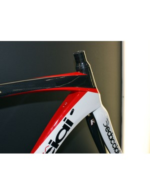 The squared-off top tube and down tubes provide lots of reinforcement for the tapered head tube on the Dedacciai Super Scuro