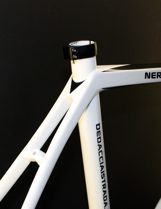 The squared-off top tube flows smoothly into the dual seatstays