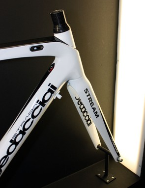 The angular styling hides the tapered steerer