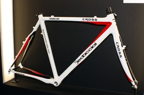 Dedacciai's carbon Cross frame is light with a claimed weight of just 1,050g (size M) and includes a flattened top tube underside for easier shouldering