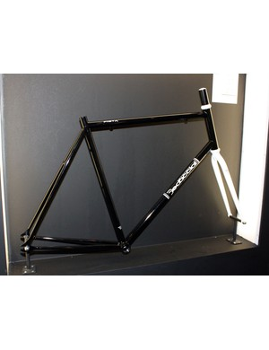Sometimes simpler is better: the Dedacciai Pista frame is made in Italy with seamless chromoly tubes, a standard threaded bottom bracket and straight head tube for maximum component compatibility