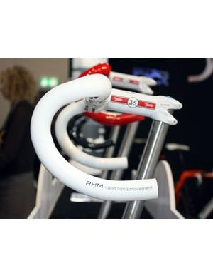 The new Deda Trentacinque handlebar features the RHM semi-anatomic bend