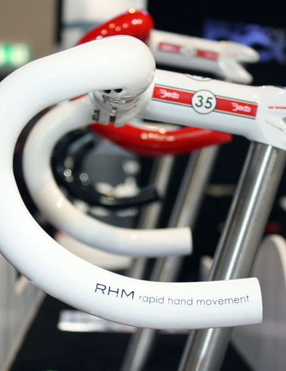 The new Deda Trentacinque handlebar features the RHM semi-anatomic bend