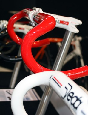 Deda will offer the Trentacinque bars in red, white or black