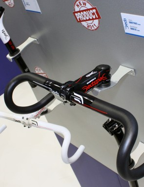 The new Deda RHM02 bar uses the company's latest 'Rapid Hand Movement' semi-anatomic bend and double-butted 6061 aluminium construction. Claimed weight is 295g for a 42cm (c-c) size